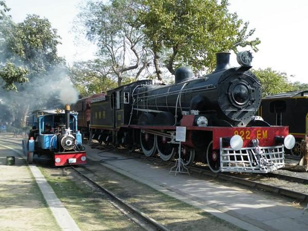 Indian Rail Holiday: The Golden Triangle and Ranthambore: Ffestiniog Travel 1