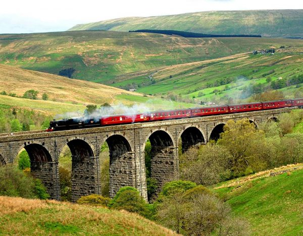 The Lakes & Dales at Christmas | Rail Discoveries 1