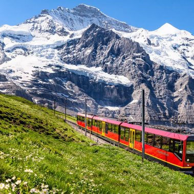 Switzerland's Lakes and Mountains | Railbookers 1