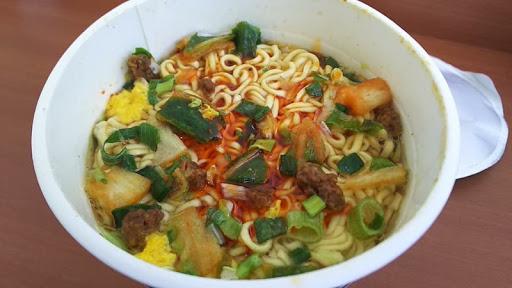 サンヨー食品 サッポロ一番ご飯がススムキムチ味ラーメン
