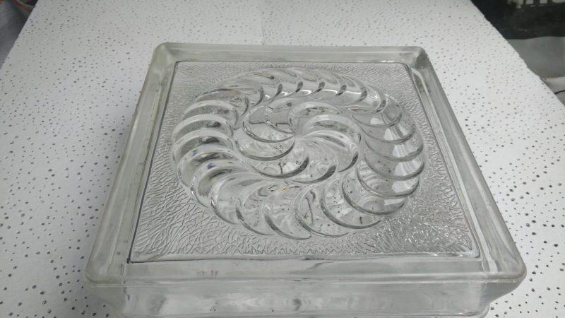 Glasbausteine – Blickfang: schönes Spiral-Motiv – Glassteine