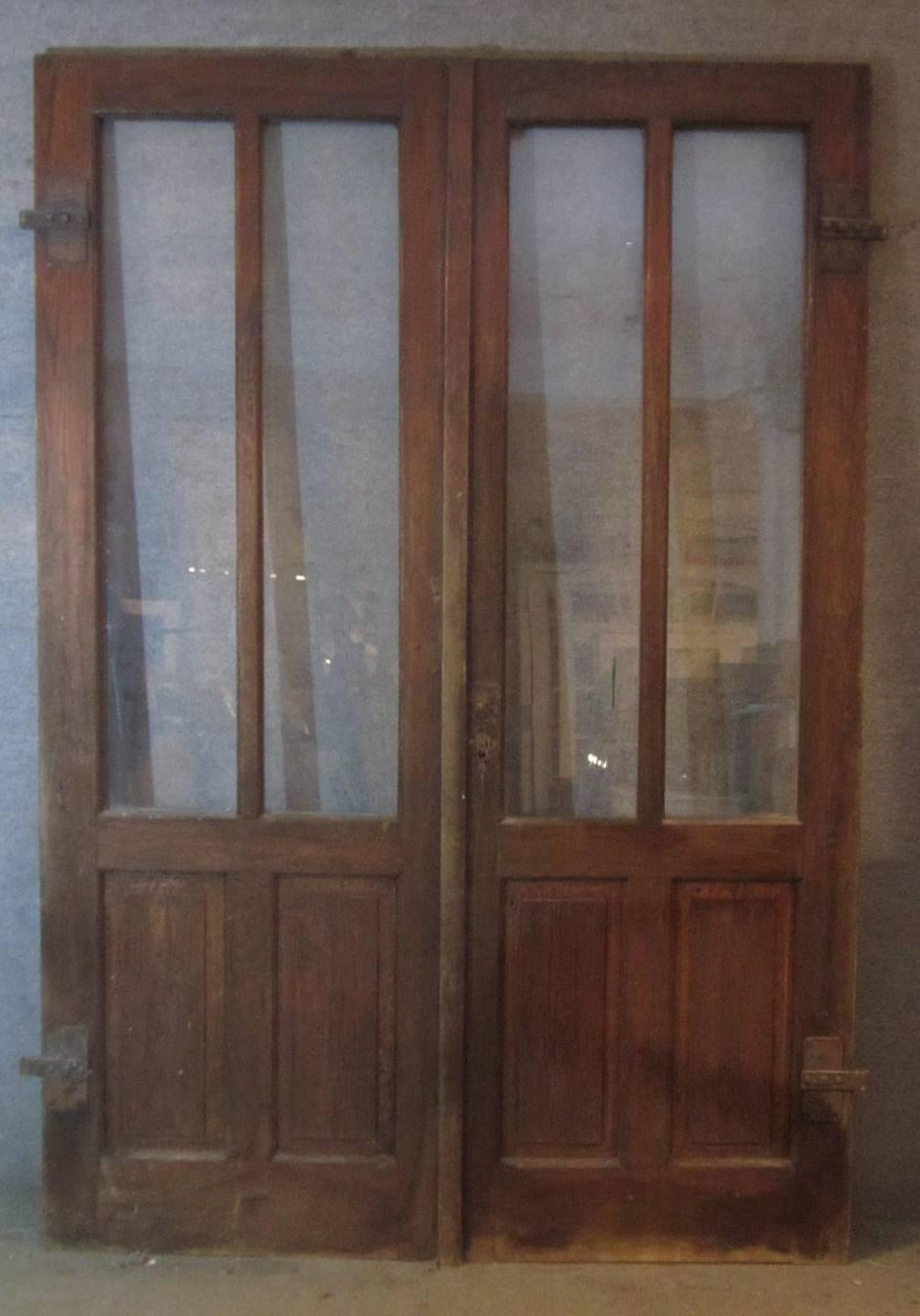 doppelflügelige Haustür mit Klobenbeschlag