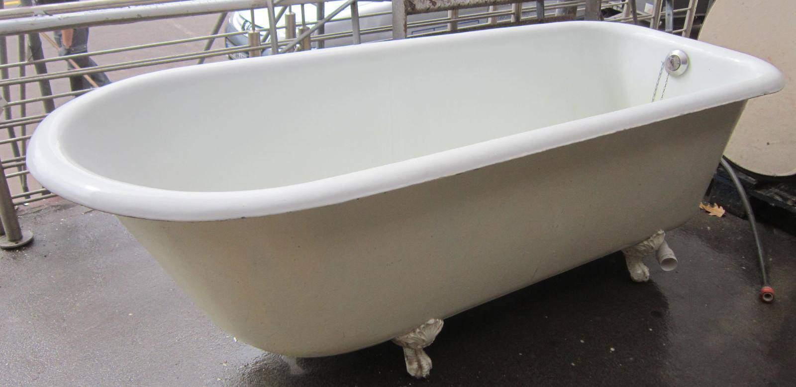 Badewanne aus Gußeisen