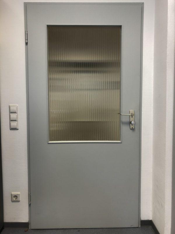 Holztür mit Glasfenster