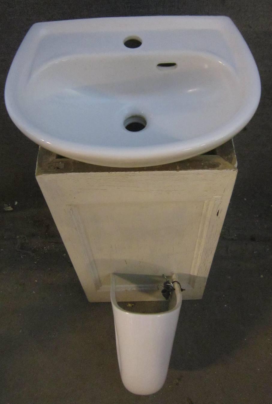 Handwaschbecken mit Abdeckung