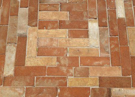 Pflastersteine Mauerziegel Landhaus Terrasse Gartenweg alte Mauersteine Backstein rustikal