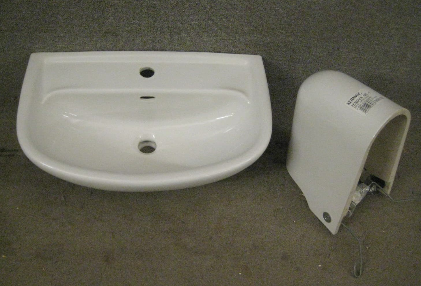 Waschbecken mit Halbsäule