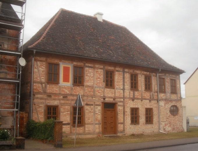 alte Biber Dach Ziegel Pfanne Schindel historische Dachdeckung Biberschwanz Carport Vordach Pavillon Garten Laube