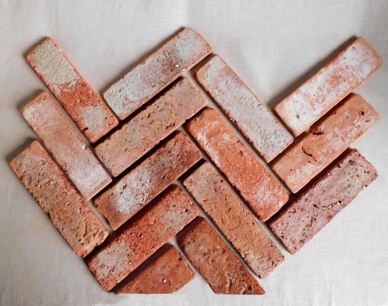 Bodenziegel alte Mauersteine Bodenplatten Bodenfliesen Weinkeller Rückbausteine Fischgrät Pflaster Ziegelsteine Terracotta Ziegelboden Landhaus Bauernhaus