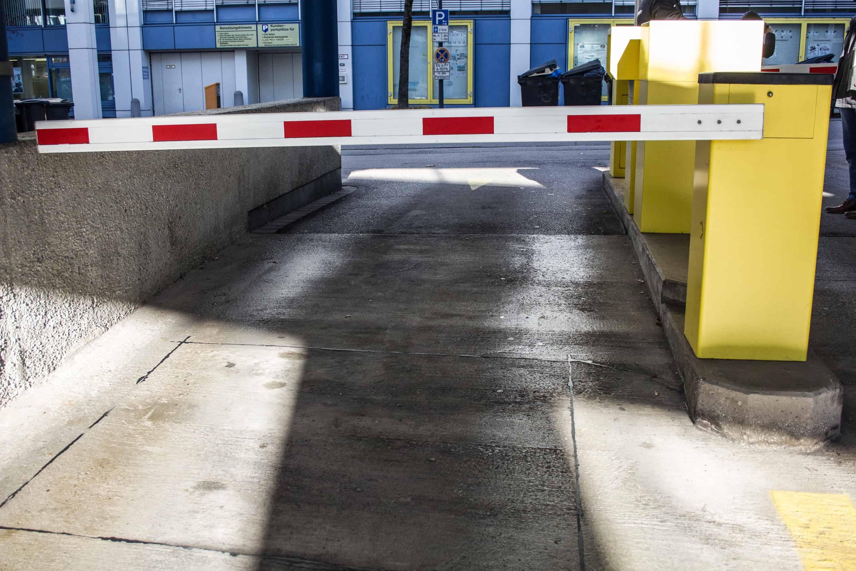 Schrankensystem mit Parkscheinausgabe/-einzug von BS-Parksysteme