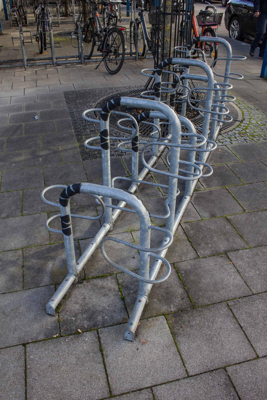 Fahrradständer Hoch-Tief-Parker doppelseitig nutzbar