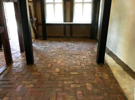 Bodenziegel Bodenplatten Bodenfliesen Weinkeller Antikziegel alte Mauersteine Backsteine Terracotta