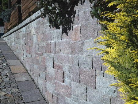 Porphyr- Trockenmauer, Bruchsteine