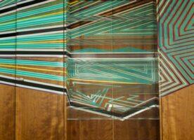 Einbauregal mit Plexiböden & Tapemoss Design