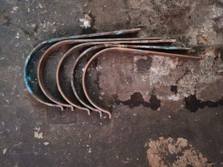 Kupferdachrinnen,  Fallrohr und Rinneisen