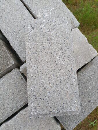Ca. 15 qm Betonpflastersteine zu verschenken