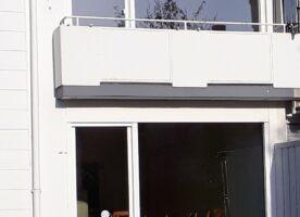 2 Kunststoff-Fensterelemente