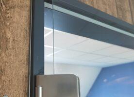 Glastür mit Stahlzarge
