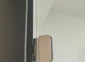 Dormakaba Glastür mit Stahlzarge DIN R