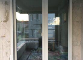 Fenster mit elektrischen Rolladenkasten
