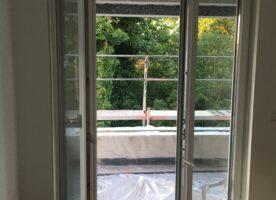 Fenster mit elektrischem Rolladen