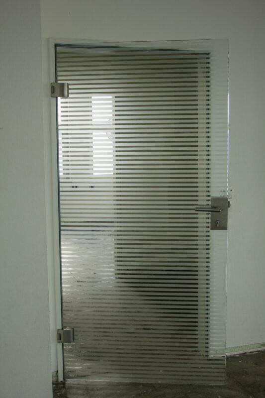 Glastüre gestreift DIN R (Marke: Dorma)
