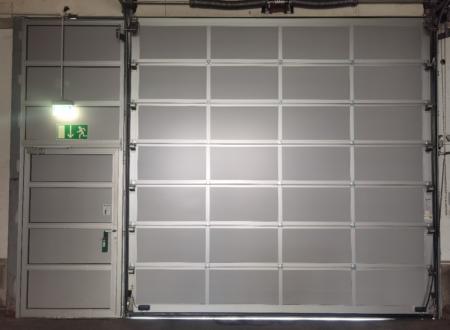 Sektionaltor 3800 x 3960mm, Tor mit Schlupftür (ausgebaut)