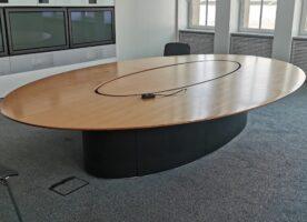 Konferenztisch oval