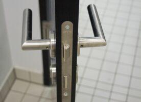 Badezimmertür schwarz DIN R