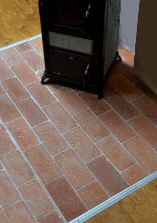 Bodenplatten 24 m² Bodenziegel Bodenfliesen Backstein alte Mauersteine natürlich ursprünglich als Fliese geschnitten Landhaus shabby chic Terracotta