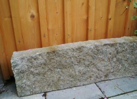 Granit-Leistenstein / Rabatte L 75 cm, H 25 cm, T 8 cm (ca.)