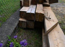 Holzbalken und Bohlen sägerauh
