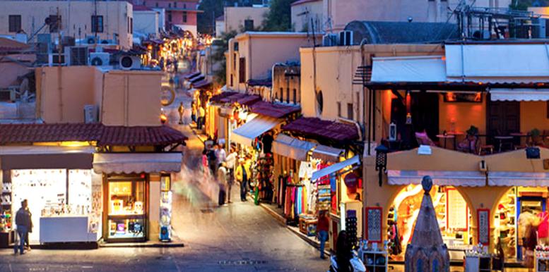 Markedsgaten i gamlebyen i Rhodos by