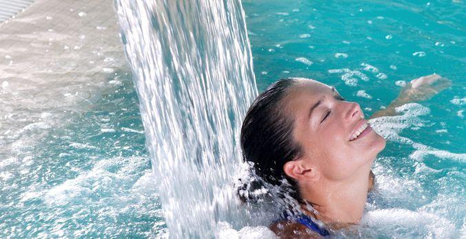 Kvinde i pool Marokko