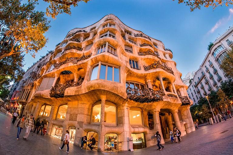 Tilbud på flybilletter og pakkereiser til Barcelona fra flere byer