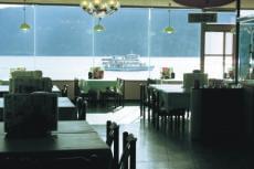 湖が見える展望レストラン 信州...