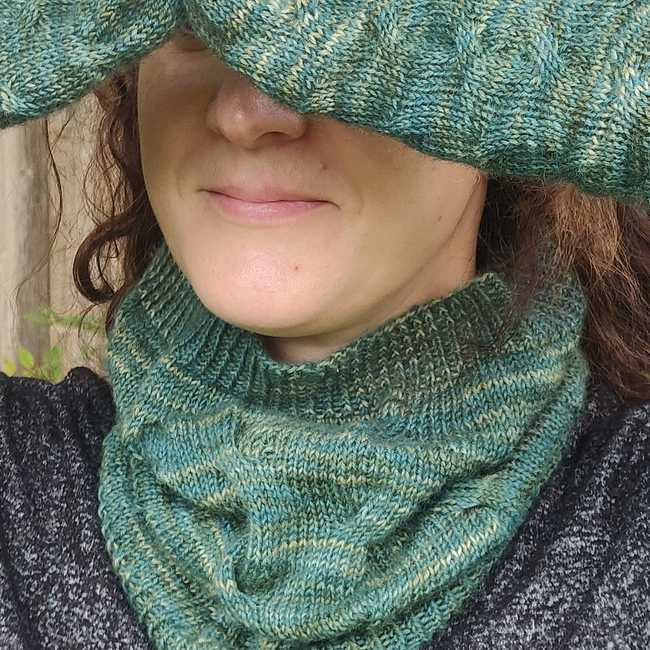 Càbaill Mittens and Cowl