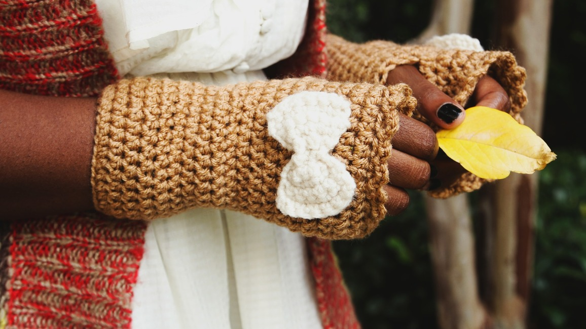 Crochet Bow Wrist Warmers