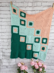 Tricolor baby snuggle blanket