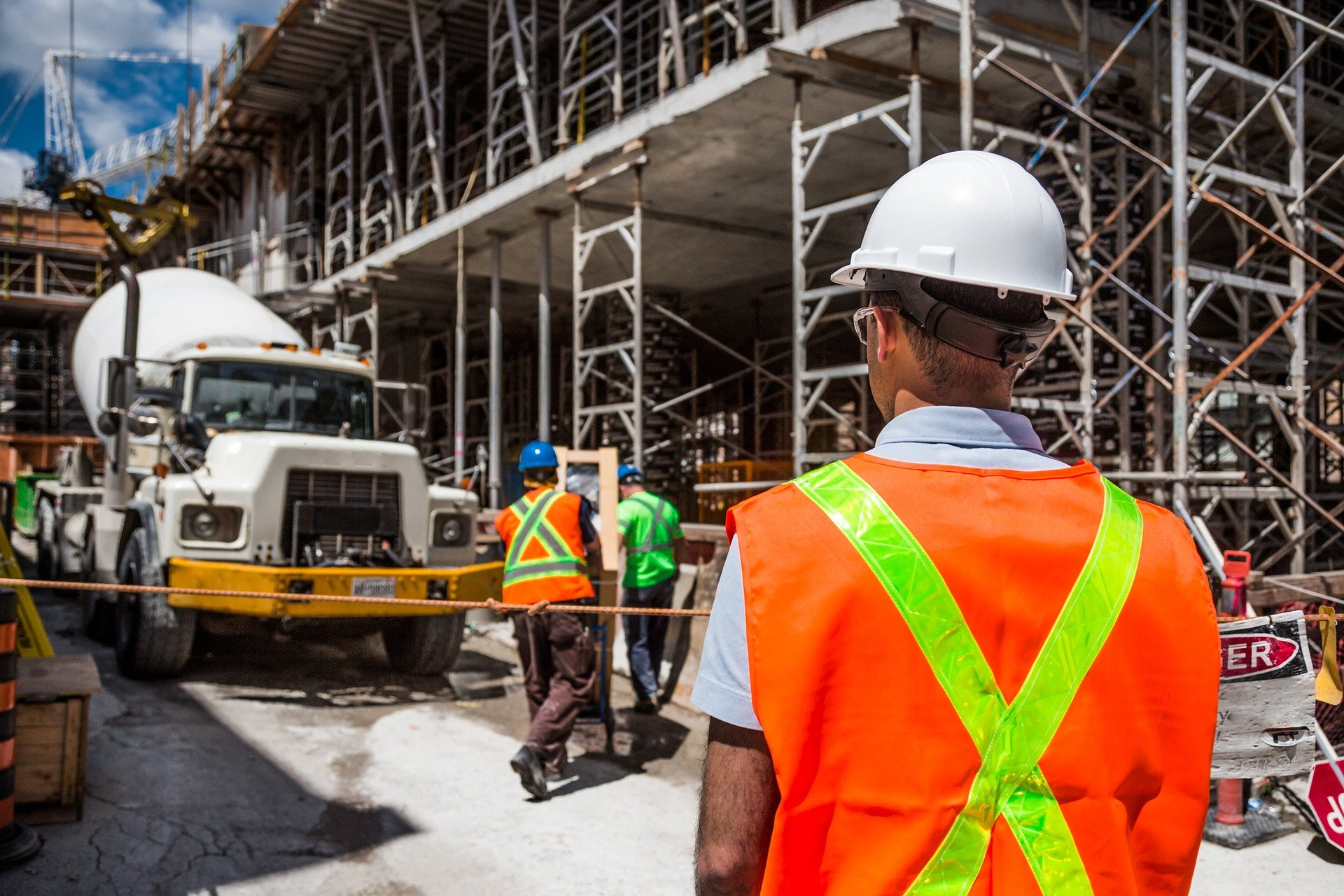 Why Hire A General Contractor? Find Out Here | Rising Star Properties
