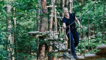 Klimrijk klimmen touwburg vrouw