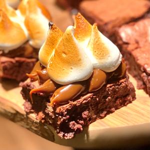 Brownie with Italian meringue (x1)