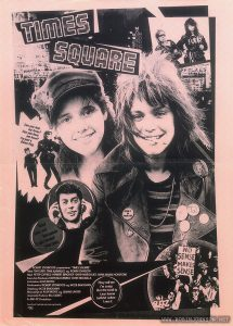 "Front of a two-sided sheet advertising promotional materials for TIMES SQUARE. Reproduction of one side of the two-sided posterdistributed to US exhibitors in 1980. Text: ROBERT STIGWOOD præsenterer ""TIMES SQUARE"" Med TIM CURRY TRINI ALVARADO og ROBIN JOHNSON Med PETER COFFIELD • HERBERT BERGHOF • DAVID MARGUUES • ANNA MARIA HORSFORD Executive Producers KEVIN McCORMICK • JOHN NICOLELLA Instruktion ALAN MOYLE Produceret af ROBERT STIGWOOD og JACOB BRACKMAN Drejebog JACOB BRACKMAN Manuskript af ALAN MOYiE og LEANNE UNGER Associate Producer Bill OAKES En EMI-ITC Produktion Soundtrack forefindes på plade og kassette RSO"