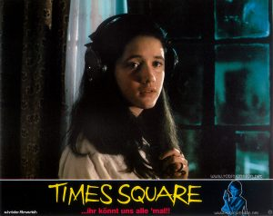 Trini Alvarado as Pamela Pearl Text: TIMES SQUARE schröder-filmverleih TIMES SQUARE ...ihr könnt uns alle 'mal!! FSK FREIGEGEBEN