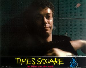 Tim Curry as Johnny LaGuardia Text: TIMES SQUARE schröder-filmverleih TIMES SQUARE ...ihr könnt uns alle 'mal!! FSK FREIGEGEBEN