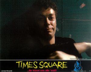 Tim Curry as Johnny LaGuardia Text: TIMES SQUARE schröder-filmverleih TIMES SQUARE ...ihr könnt uns alle 'mal!! FSK FREIGEGEBEN