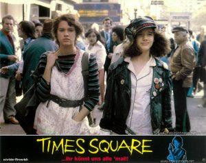 Nicky and Pammy at 42nd & 6th Text: TIMES SQUARE schröder-filmverleih TIMES SQUARE ...ihr könnt uns alle 'mal!! FSK FREIGEGEBEN