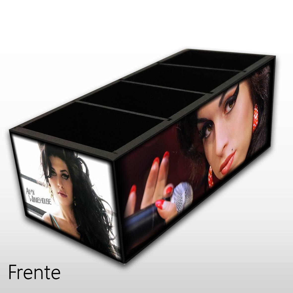 Amy Winehouse - Porta Controles em Madeira MDF - 4 Espaços - Mr. Rock