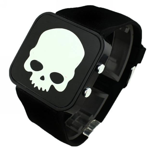 Relógio Caveira Digital Luminoso – SkullAchando