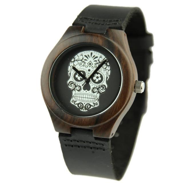 Relógio de Madeira P&B Skull – SkullAchando